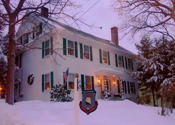 winter scene, Pryor House B&B, snow, Christmas lights